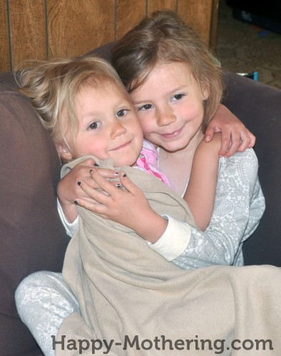 happy-girls-snuggling