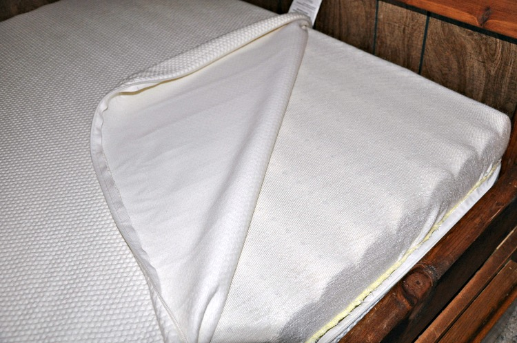 The cover of the Essentia Grateful Bed JR is removable, so it can be easily cleaned.