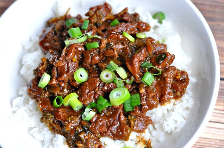 Are you looking for a delicious Instant Pot recipe for dinner? This Instant Pot Mongolian Beef & Broccoli recipe is easy and amazingly flavorful!